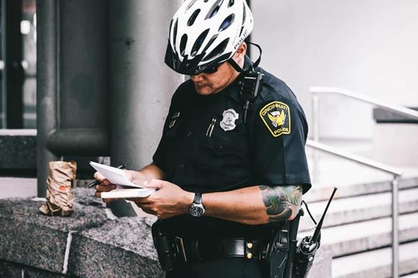 rendőrtől
